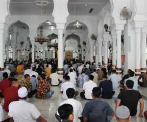 Shalat Jumat di MRB Banda Aceh, 20 Shaf Kosong