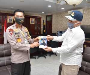 Kapolda Aceh Terima Buku Panduan Penanganan Covid-19