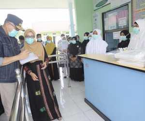 Nova Iriansyah Salurkan Bantuan APD untuk Rumah Sakit Rujukan Covid-19