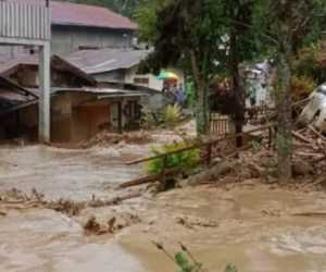 Banjir Bandang Terjang Paya Tumpi Aceh Tengah, Warga Mengungsi ke Sekolah