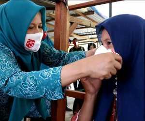 Wujudkan Gebrakan Masker Se-Indonesia, TP PKK Aceh Besar Bagikan Masker Kepada Pelaku UMKM dan Masyarakat