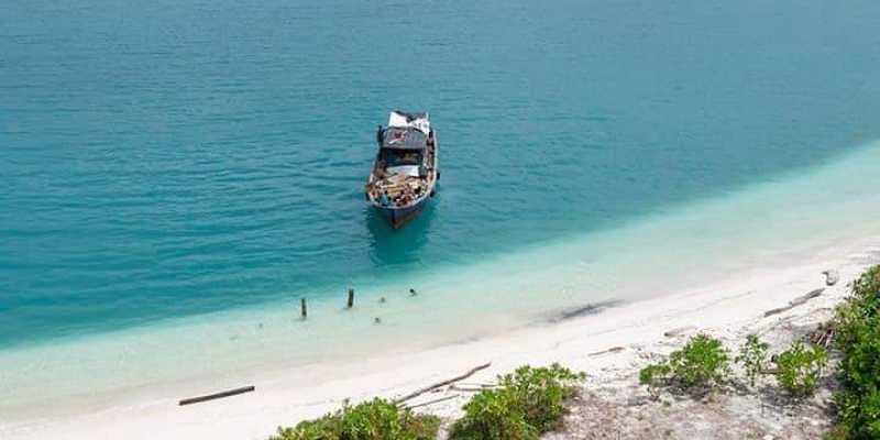 Gubernur Aceh Serahkan Proposal Investasi Pariwisata Pulau Banyak ke Menko Luhut