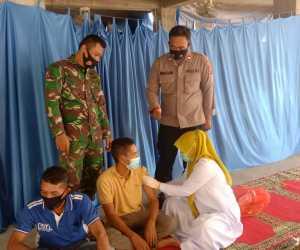 Personel Sub Sektor Nisam Antara Ajak Santri Dayah Sirajud Thalibin Sukseskan Program Vaksinasi