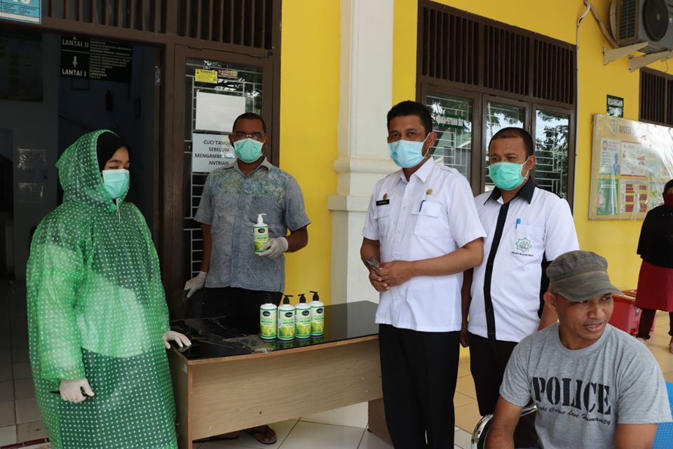 Baitul Mal Aceh Bagikan Hand Sanitizer untuk 39 Puskesmas