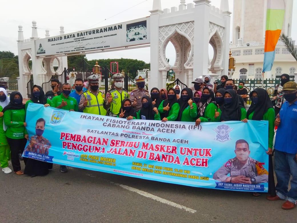IFI & Polresta bagi Takjil ke Tukang Becak