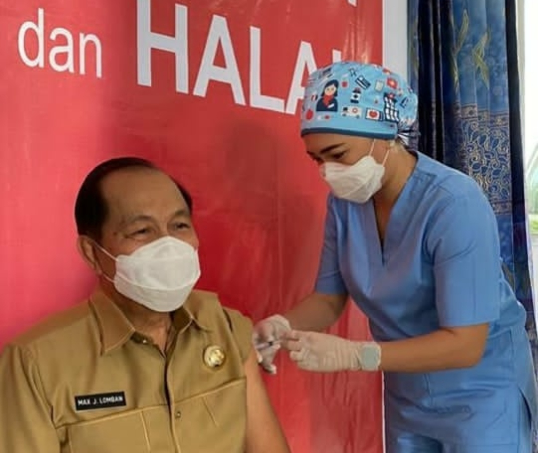 Para Lansia di Aceh Diperiksa Khusus Sebelum Vaksinasi Covid-19