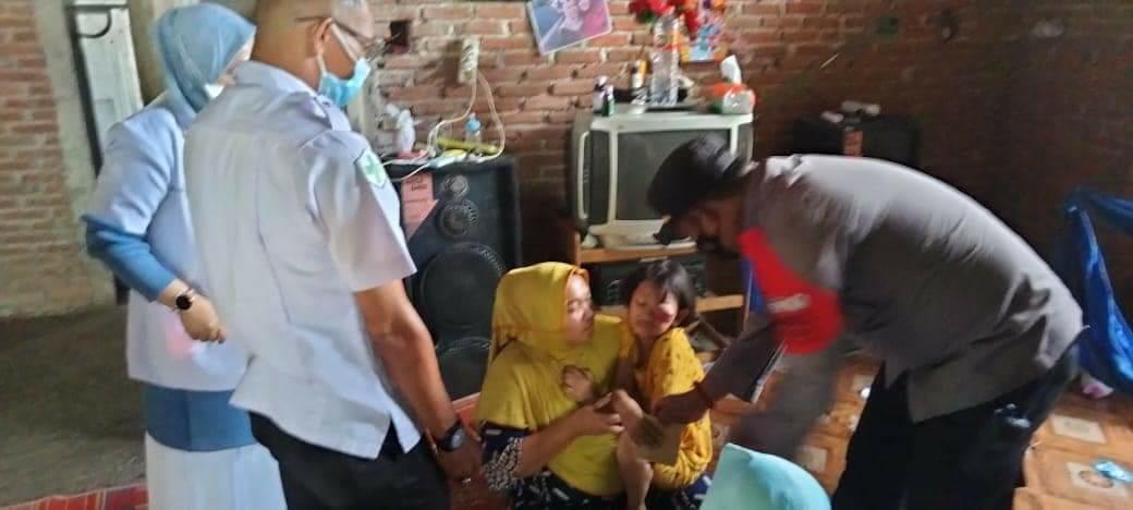Kapolsek Simpang Keuramat Kunjungi dan Beri Bantuan Pada Bocah Penderita Kanker Mata